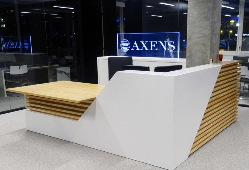 Mobilier en bois et résine de synthèse fabriqué par lentreprise dma