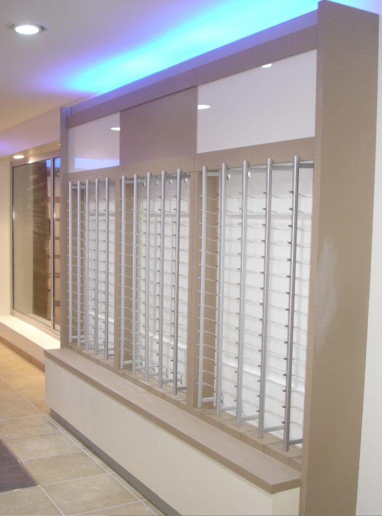 l 39 agencement de magasin d 39 optique avec l 39 entreprise dma. Black Bedroom Furniture Sets. Home Design Ideas
