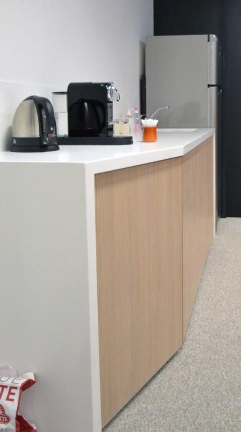 mobilier en bois et r sine de synth se fabriqu par l 39 entreprise dma. Black Bedroom Furniture Sets. Home Design Ideas